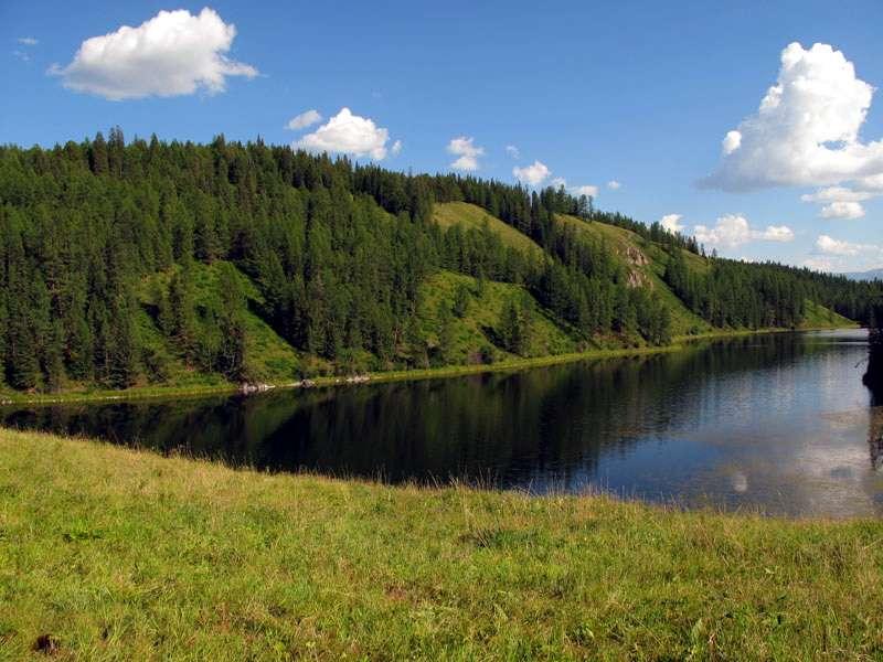 озеро в горах Алтая